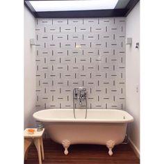 Lurca Azulejos | Azulejos Traço no projeto @inexarquitetura | Traço - Ceramic Tiles // Shop Online www.lurca.com.br #azulejos #azulejosdecorados #revestimento #arquitetura #reforma #decoração #interiores #decor #casa #sala #design #cerâmica #tiles #ceramictiles #architecture #interiors #homestyle #livingroom #wall #homedecor #lurca #lurcaazulejos