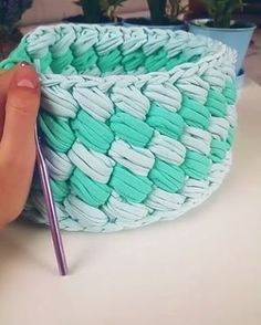 Vídeo legal, amo esse ponto...by @mira_hobi . . #videoaula #crochet - rose oliveira (@roseoliveira_tartes)