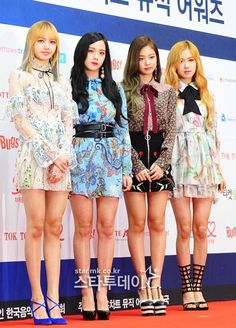 Your source of news on YG's biggest girl group, BLACKPINK! Divas, Stage Outfits, Kpop Outfits, Blackpink Fashion, Asian Fashion, Kpop Girl Groups, Kpop Girls, Black Pink Kpop, Blackpink Photos