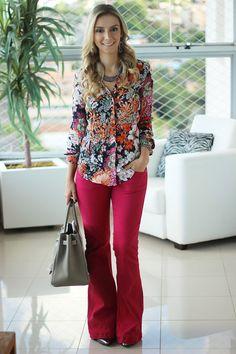 look-da-onca-look-trabalho-social-chique-floral-calca-pink-lita-raies
