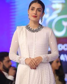 Pakistani Party Wear Dresses, Simple Pakistani Dresses, Pakistani Fashion Casual, Party Wear Lehenga, Indian Gowns Dresses, Pakistani Dress Design, Pakistani Outfits, Indian Outfits, Indian Fashion