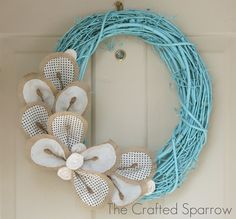 love the color of this wreath