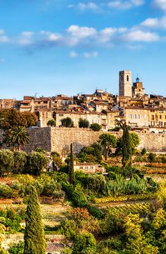 St Paul de Vence - One of the most famous village in France between Cannes & Nice. Most Romantic Places, Wonderful Places, Great Places, Beautiful Places, Moustiers Sainte Marie, Places To Travel, Places To Visit, Provence France, Antibes France