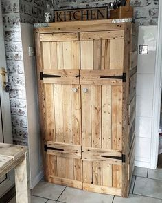 Use Pallet Wood Projects to Create Unique Home Decor Items – Hobby Is My Life House Furniture Design, Diy Furniture Projects, Pallet Furniture, Rustic Furniture, Furniture Sets, Diy Projects, Wooden Pallet Projects, Wooden Pallets, Pallet Ideas
