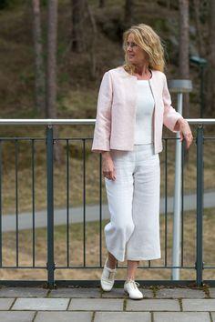 Jacka i linne utan knäppning. Jacket in linen fabric. Finns hos Lisas Slow  Fashion. www.lisasdesign.se Made in Sweden 0f73ffe1e1dfb