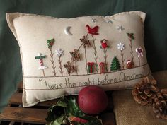 Twas the Night Before Christmas Pillow (Cottage Style) by PillowCottage on Etsy Christmas Garden, Christmas Sewing, Christmas Projects, Christmas Themes, Christmas Decorations, Holiday Decor, Winter Garden, Christmas Cushions, Christmas Pillow