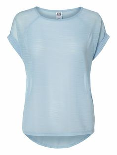 Light blue tee for your spring wardrobe. #veromoda #blue #spring #fashion