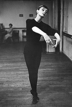 Audrey Hepburn In preparation for Funny Face in which she would dance with her idol, Fred Astaire, 1956 Audrey Hepburn Children, Audrey Hepburn Born, Fred Astaire, Classic Hollywood, Old Hollywood, Jolie Photo, Funny Faces, Role Models, Vintage Photos