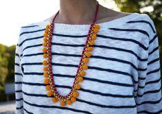 Passo a passo de colar de pompom: Eu fiquei apaixonada por esses colares mostrados no site honestly...wtf! São colares feitos totalmente...