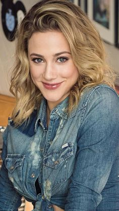 Lili Reinhart from Riverdale Betty Cooper, Celebrity Bikini, Celebrity Photos, Celebrity Portraits, Celebrity Wedding Dresses, Celebrity Weddings, Teen Choice Awards, Lili Reinhart And Cole Sprouse, Prettiest Actresses