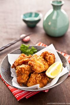 Chicken Karaage 鶏の唐揚げ - Karaage is Japanese fried chicken that is fried to perfection with a crisp texture on the outside and super juicy and tender on the inside. If you enjoy strong garlic flavor, definitely go with this one! Easy Japanese Recipes, Japanese Dishes, Japanese Food, Asian Recipes, Ethnic Recipes, Japanese Style, Japanese Potato, Japanese Fried Chicken, Asian Cooking