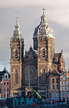 Basilica of St Nicholas - Amsterdam, Netherlands Beautiful Buildings, Beautiful Places, Places To Visit, Places To Travel, Luxembourg, Cathedral Church, Old Churches, Chapelle, Place Of Worship