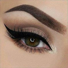 Every makeup junkie should know these incredible eyeliner tips! Eyeliner is such a major part of our Makeup Goals, Love Makeup, Makeup Inspo, Makeup Inspiration, Makeup Tips, Hair Makeup, Makeup Ideas, Makeup Hairstyle, Makeup Style