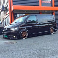 Vw T5, Volkswagen Bus, Vw Camper, Campers, Vw Transporter Conversions, Vw Transporter Van, T5 Tuning, Old School Vans, Aston Martin Cars