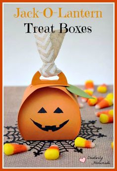 Need to send in treats for a class Halloween Party? These Jack-o-lantern homemade Halloween Treat Boxes are simple to make and sure to be a hit with kids. Homemade Halloween Treats, Halloween Themed Food, Halloween Class Party, Halloween Treats For Kids, Halloween Projects, Halloween Candy, Halloween Gifts, Halloween Decorations, Holidays Halloween