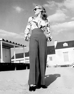 Retro Fashion Vintage high-waisted pants - Learn how to make your own DIY Vintage High-Waisted Pants! Free tutorial for women! 40s Mode, Retro Mode, Vintage Mode, Moda Vintage, Modern Vintage Style, Modern Vintage Clothes, Vintage Pants, Vintage Dresses, Vintage Outfits