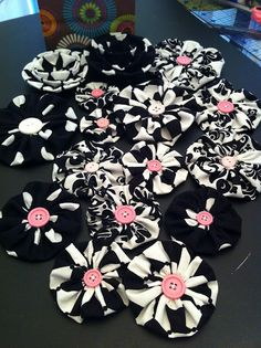 Yo-Yo Fabric Flowers. The pink button pops on these black and white beauties.