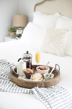 Master Bedroom Retreat & Breakfast in Bed . all white linen is still the most popular choice. Breakfast Tray, Morning Breakfast, Best Breakfast, Romantic Breakfast, Morning Coffe, Bedroom Retreat, Master Bedroom, Bedroom Decor, Bedroom Ideas
