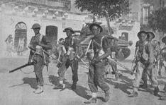 Soldats britanniques en Sicile traversant le village de Pachino