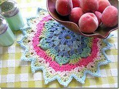 Cute colorful doily - crochet free pattern