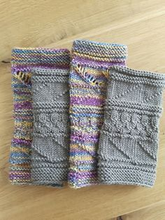 Knitted arm warmers / wrist warmers You will receive instructions to knit the arm warmers (both pairs) shown. For the colorful arm warmers knitted from eightfold sock yarn (Opal winter moon, run lengt Crochet Gloves Pattern, Knitted Gloves, Knitting Patterns, Crochet Patterns, Quick Crochet, Knit Crochet, Fingerless Mitts, Knitting Magazine, How To Start Knitting