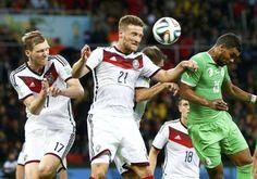 Germania-Algeria, i tedeschi Mertesacker e Mustafi saltano per anticipare Soudani. #Germania2014, #Brasil2014