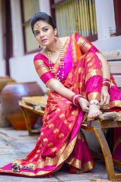 We share 51 beautiful Indian women in saree looking gorgeous and hot. These are the beautiful actress and indian models who looking so stunning in Saree. Half Saree Designs, Saree Blouse Designs, Sonam Kapoor, Deepika Padukone, Beautiful Saree, Beautiful Dresses, Beautiful Bride, Pink Half Sarees, Marathi Saree