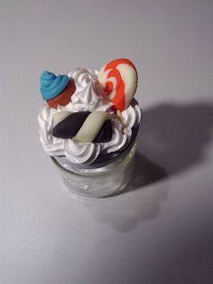 Barattolino decorato con panna (silicone) e caramelle