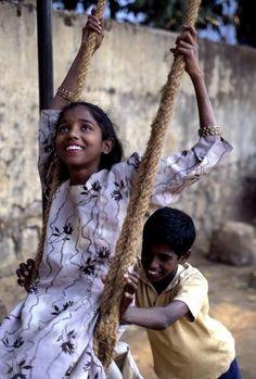 India, Bombay   Steve McCurry... @ivannairem .. https://tr.pinterest.com/ivannairem/children-of-the-world-ll/