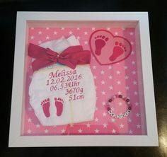 Baby- & Geburtskarten - Bestickte Windel im Bilderrahmen - ein Designerstück…
