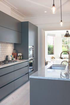 Modern Grey Kitchen, Grey Kitchen Designs, Classic Kitchen, Contemporary Kitchen Cabinets, Kitchen Room Design, Contemporary Kitchen Design, Kitchen Cabinet Design, Kitchen Layout, Home Decor Kitchen