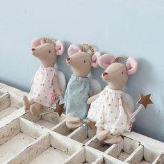Three little mice Baby Crafts, Felt Crafts, Plush Dolls, Doll Toys, Maileg Bunny, Fabric Animals, Felt Mouse, Fabric Toys, Sewing Dolls