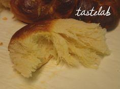 ΤΑ ΚΑΛΥΤΕΡΑ ΤΣΟΥΡΕΚΙΑ | tasteLAB Greek Easter Bread, Greek Bread, Greek Cake, Cookbook Recipes, Sweets Recipes, Easter Recipes, Cooking Recipes, Greek Sweets, Greek Desserts
