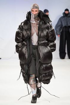 Hannah wins top prize at Graduate Fashion Week · News · Manchester Metropolitan University