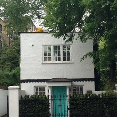 Adorable London house that could totally be replicated in Newburgh! London Townhouse, London House, Russell House, Little Dream Home, Turquoise Door, Front Door Colors, House Entrance, Cozy Cottage, Beautiful Buildings