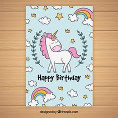 Tarjeta de cumpleaños con unicornio y nubes dibujadas a mano Vector Gratis