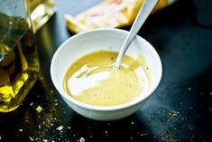 Krämig senapsdressing som passar utmärkt till färskpotatis eller lax. Dressingen är även god att ringla över en sallad. Made Goods, Chutney, Pesto, Good Food, Health Fitness, Food And Drink, Gluten, Vegan, Tableware