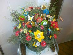 Blumen, Käfer ..... Floral Wreath, Wreaths, Ceramics, Home Decor, Flowers, Ceramica, Floral Crown, Pottery, Decoration Home