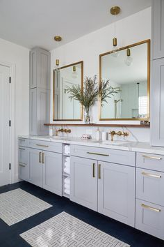 Light grey cabinets complementing brass fixtures in modern master bathroom., Light grey cabinets complementing brass fixtures in modern master bathroom. via Homepolish. Light Gray Cabinets, White Cabinets, Shaker Cabinets, Modern Master Bathroom, Master Bathrooms, Bathroom Mirrors, Minimal Bathroom, Luxury Bathrooms, Marble Bathrooms