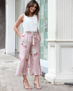 New Fashion Classy Boho Summer Outfits Ideas Classy Outfits, Trendy Outfits, Cute Outfits, Classy Women's Clothes, Trendy Fashion, Feminine Fashion, Work Outfits, Western Dresses, Western Outfits