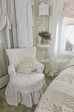 Home Decorating Ideas Crafts yet Vintage Furniture Store long Shabby Chic Furniture Painting Courses Near Me Shabby Chic Farmhouse, Shabby Chic Cottage, Vintage Shabby Chic, Shabby Chic Homes, French Cottage, Shabby Chic Interiors, Shabby Chic Bedrooms, Shabby Chic Furniture, Vintage Furniture