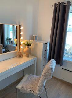 Room Design Bedroom, Small Room Bedroom, Room Ideas Bedroom, Home Bedroom, Bedroom Decor, Bedrooms, Dressing Room Decor, Dressing Table, Beauty Room Decor