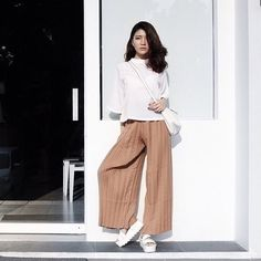 """Sometimes holding on does more damage than letting go. And sometimes, it doesn't. Sometimes holding on is worth it."""" -November 25th, 2015 cullote pants brown by : @lilybelle.id  : @ceciliacecilll"""