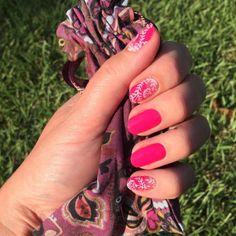 Carmen Ombré with Haute Pink. SHOP HERE: https://jamberrybee.jamberry.com/au/en/  Photo Credit: Instagram @ vanpelt2006