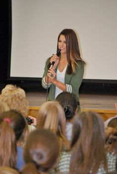 cassadee pope speaks to kids about living NATURALLY HIGH