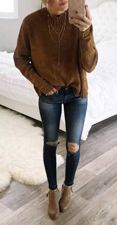 tredny outfit brown sweater rips boots