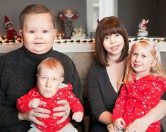 Looking At These 28 Hilarious Face Swaps Will Make You Laugh, But Will Also Terrify You Merry Christmas Family, Family Christmas Pictures, Funny Christmas Cards, Christmas Humor, Holiday Cards, Funny Christmas Pictures, Family Holiday, Face Swaps, Funny Family Photos