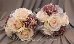 Flores de tela, para hacer un ramo de flores para novias originales únicas. en nudes, tules y rous roses con toque rosa, enmarcadas en botón de nácar con flores grises plateadas. Por siempre jamás algodondeluna@gmail.com o 606619349