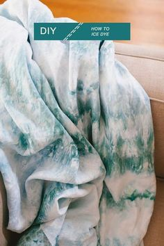 how to ice dye in a few easy steps! learn how to DIY the perfect linen throw for your living room refresh with this easy project. boho modern blanket using procion dye. Tye Dye, Ice Tie Dye, Do It Yourself Mode, Do It Yourself Quotes, Tie Dye Tutorial, Diy Tutorial, Fabric Dyeing Techniques, Diy Tie Dye Techniques, Crafts