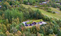 Hemsedal/Solheisen. Fantastisk og eksklusiv hytte med 268 kvm gulvareal.Solrikt og usjenert beliggende. Panormautsikt og ski inn/ut | FINN.no Golf Courses, Country Roads, Real Estate, House Design, Ski, Real Estates, Skiing, Architecture Design, House Plans
